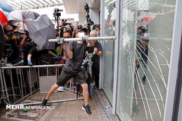 شورشیان هنگ کنگ فعالیت فرودگاه را مختل کردند
