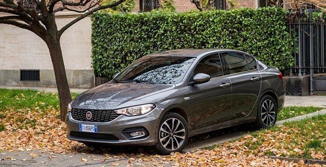 خودروهایی که در پارکینگ ایران خودرو ماندند و روانه بازار نشدند