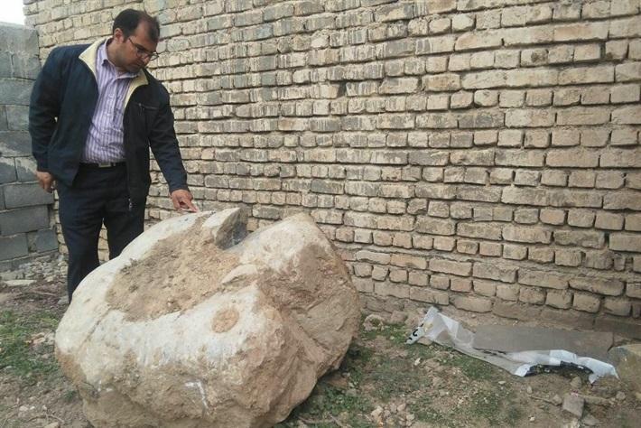 کشف یک قطعه سنگ عظیم در روستای آشناخور خمین