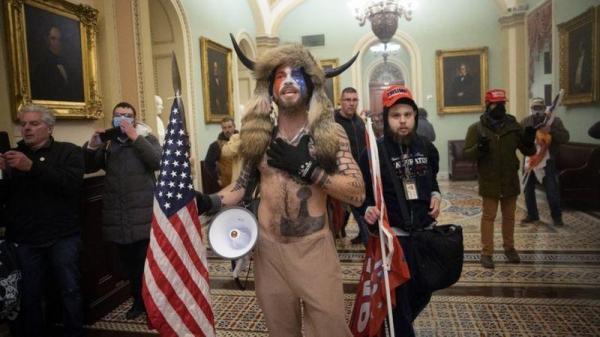 معترضانی که به کنگره آمریکا حمله کردند چه کسانی بودند؟